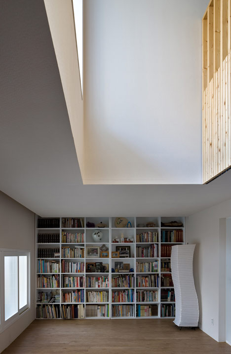 Renovation of Julia's Apartment by Moohoi Architecture