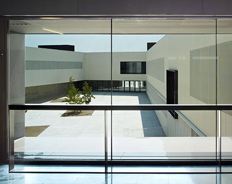 Castellbisbal School by MMDM Arquitectes
