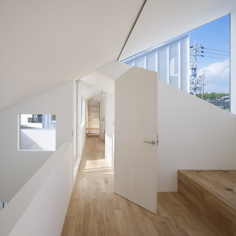 Complex House by Tomohiro Hata