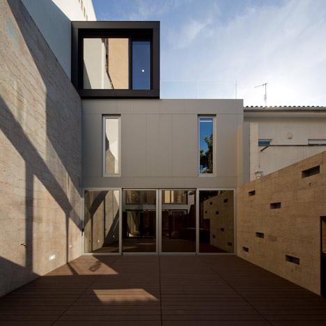 Frei Sebastião House by Arsónio Fernandez