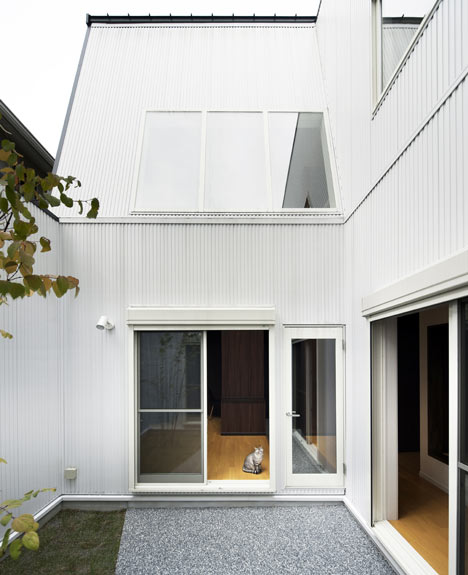 Hansha Reflection House by Studio SKLIM