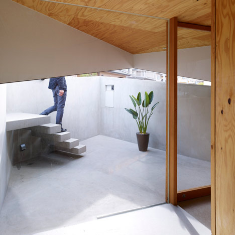 House in Saka by Suppose design office