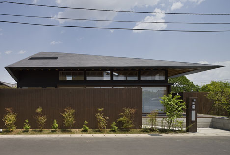 Large Roof by Architect Cafe