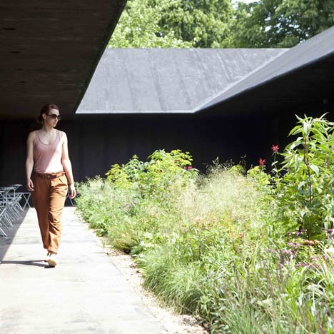Serpentine-Gallery-Pavilion-2011-by-Peter-Zumthor