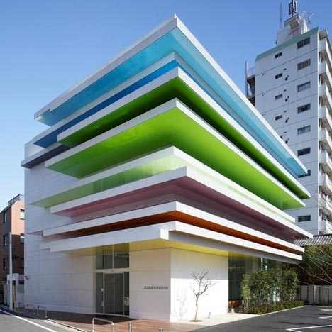 Sugamo-Shinkin-Bank-by-Emmanuelle-Moureaux