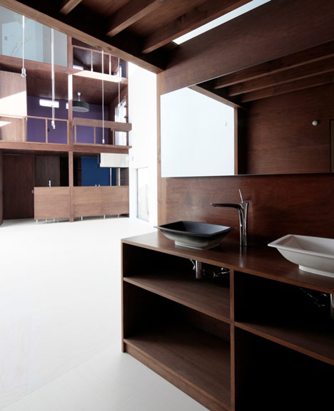 House with Empty Lot by ON design