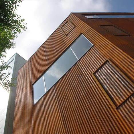 Iron Gallery by Kensuke Watanabe Architecture Studio