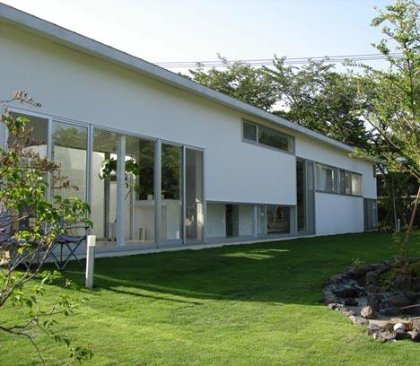 Izukougen House by Atelier Shinya Miura