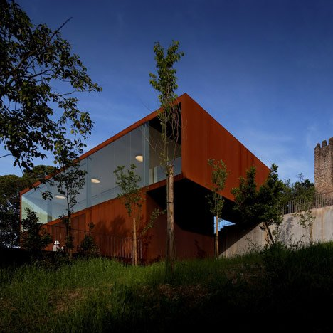 Pombal Castle Hill by Comoco