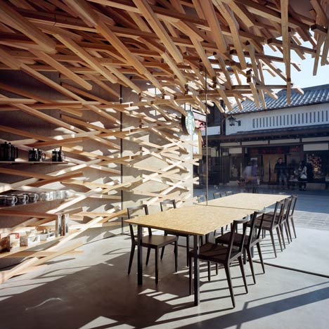 Starbucks Coffee at Dazaifu Dazaifu Tenman-gū by Kengo Kuma and Associates