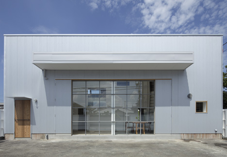House in Izumi-Ohmiya by Tato Architects