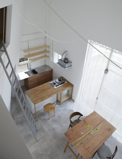 House in Izumi-Ohmiya by Tato Architects