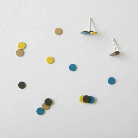 Magnetic jewellery by Akiko Oue