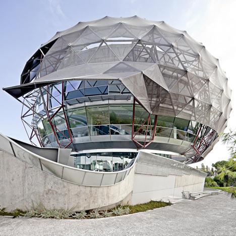 iGuzzini Illuminazione España SA  Headquarters by MiAS Architects