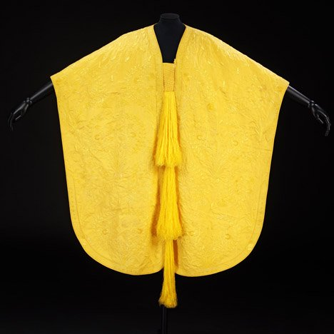 Dezeen Screen: Golden spider-silk cape