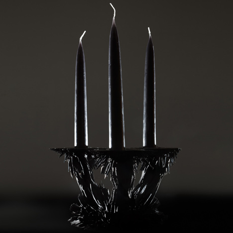 Gravity candle holder by Jólan van der Wiel