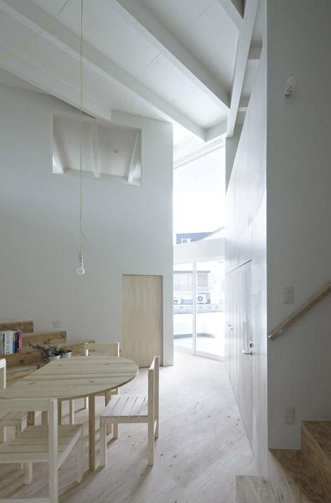House in Iizuka by rhythmdesign