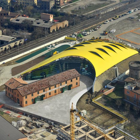 Museum Enzo Ferrari oleh Future Systems