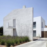 House N by Sharon Neumanand Oded Stern-Meiraz