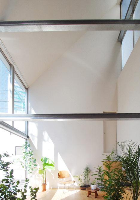 Небольшой дом в Синдзюку от Junpei Nousaku Architects
