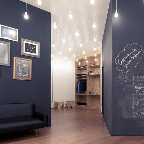 ecl tica centro de m sica by 0e1 arquitetos. Black Bedroom Furniture Sets. Home Design Ideas