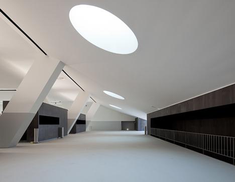 Centro Multiusos de Lamego by Barbosa & Guimarães