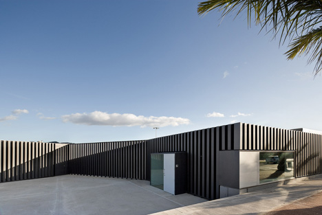 Swimming Pool in Tortosa by Arquitecturia
