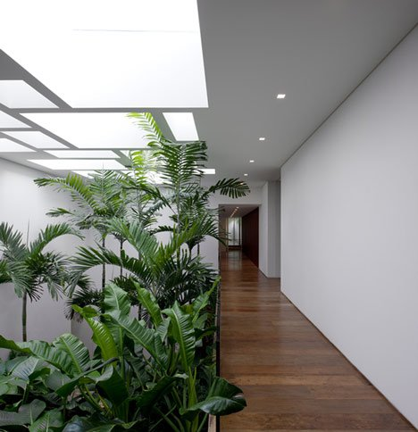 Casa Grecia, São Paulo by Isay Weinfeld