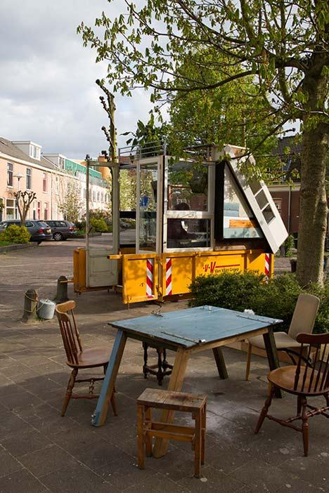 dezeen Straatlokaal by Rikkert Paauw and Jet van Zwieten 5 Летнее кафе из ненужных материалов. + много фото. svoimi rukami publichnyie mesta %d0%bc%d0%b5%d0%b1%d0%b5%d0%bb%d1%8c gorodskoy dizayn