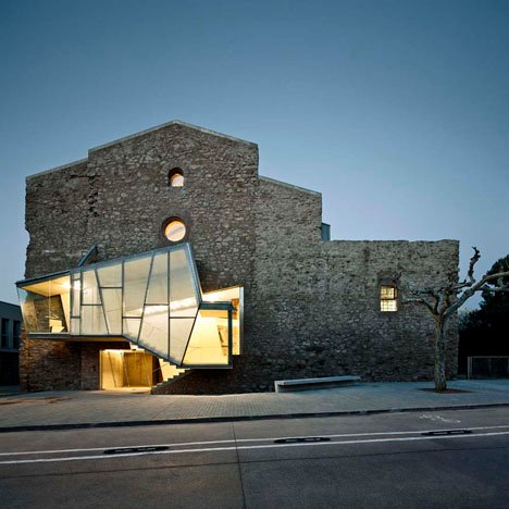 Auditorium in the Church of Sant Francesc Convent by David Closes