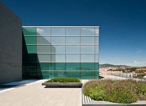 D38 Zona Franca Office by Arata Isozaki