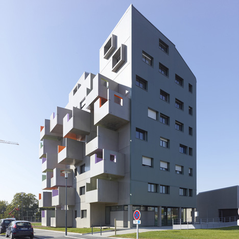 Housing in La Courrouze by Philippe Gazeau