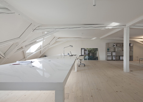 Kirchplatz Office and Residence by Oppenheim and Huesler Architekten