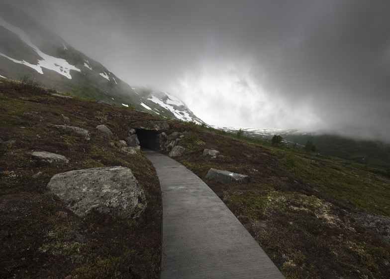 Vedahaugane Lookout by Lars Berge and entrance to Den by Mark Dion
