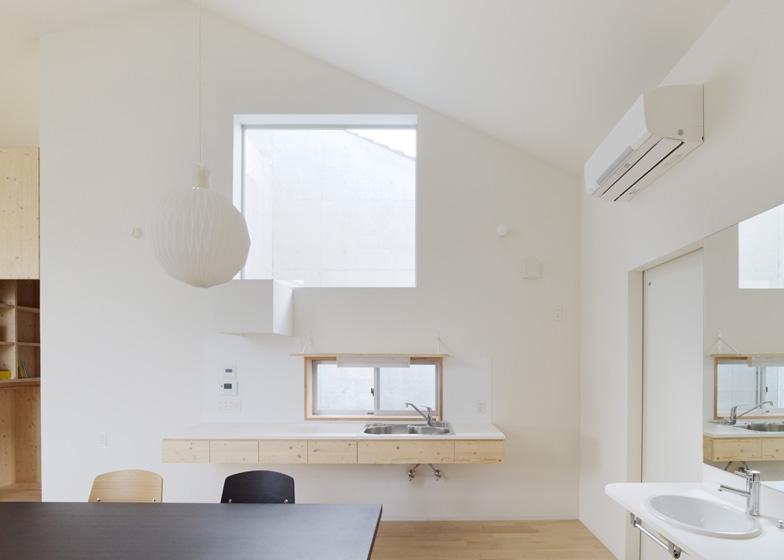 House in Kitaoji by Torafu Architects