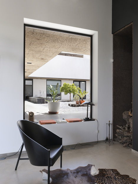 Villa Extramuros by Vora Arquitectura