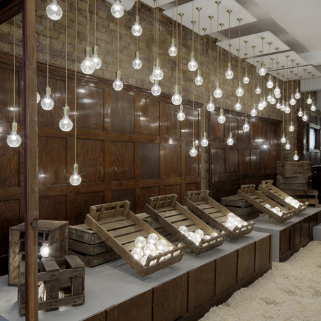 dezeen_Crystal Bulb Shop by Lee Broom 11
