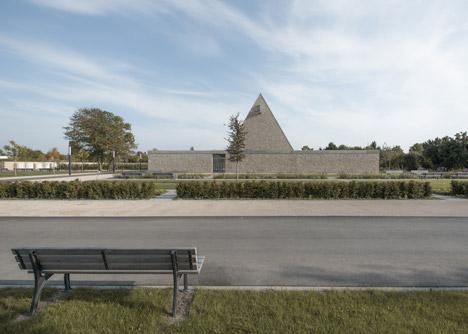 Funeral Chapel in Ingelheim Frei-Weinheim by Bayer & Strobel Architekten