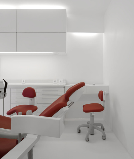 Dental Clinic by MMV Arquitecto