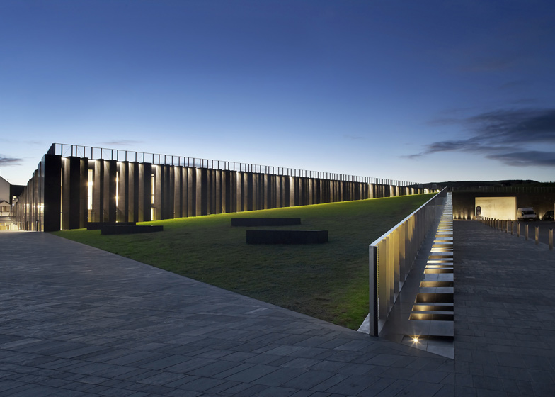 Giant 39 s causeway visitors 39 centre by heneghan peng architects for Landscape architect ireland