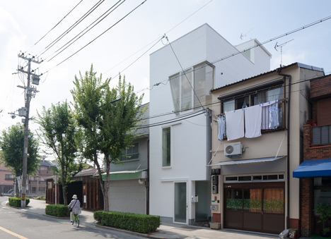 House in Tamatsu by Ido Kenji Architectural Studio