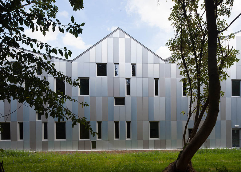 Academie MWD optical illusion facade by Carlos Arroyo