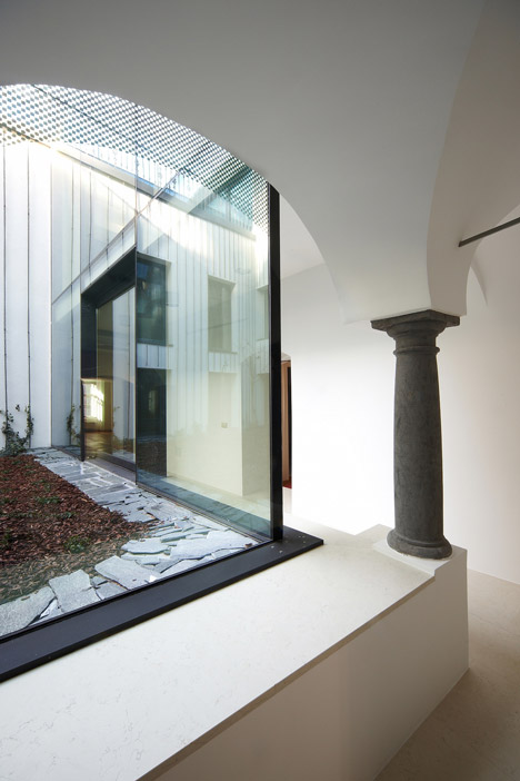 Baroque Court Apartments by OFIS Arhitekti