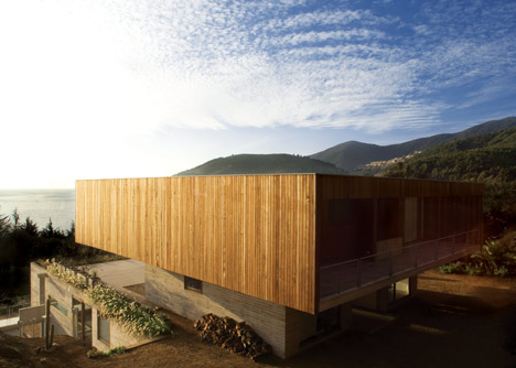 Casa El Pangue by Elton + Leniz