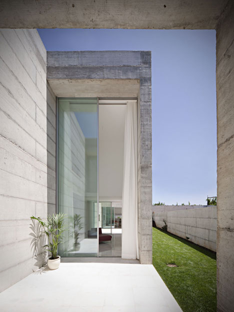 House in Moreira by Phyd Arquitectura