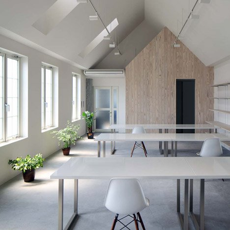 Kawanishi fam office interior by tt architects for Japanese office interior design