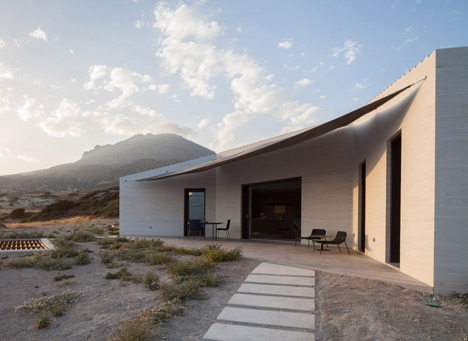 VNC House in Milos by decaArchitecture