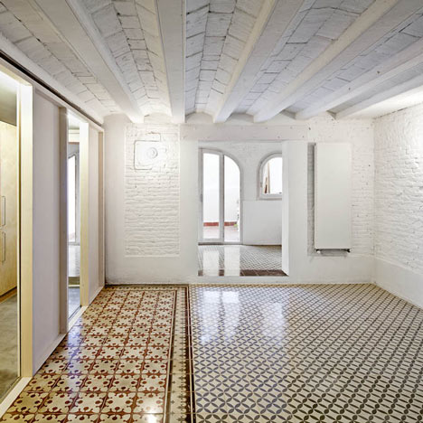 Apartment refurbishment in Gràcia by Vora Arquitectura