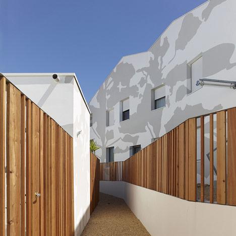 dezeen_Mervau housing by Tetrarc_sq1