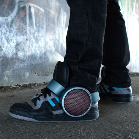 dezeen_Sneaker Speaker by Ray Kingston Inc_1sq